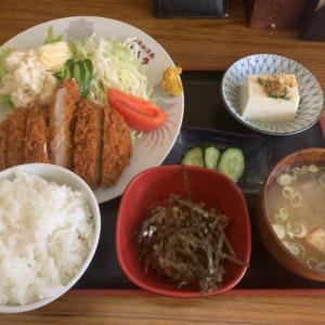 中華,和,洋食が揃う腰越ネムラ食堂に訪問!ランチで食べるトンカツライスはボリューミーでまさかの納豆付き!