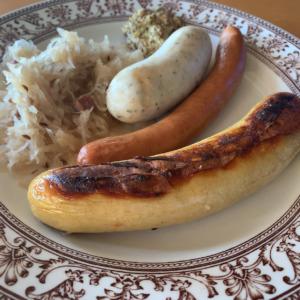 【孤独のグルメ】鎌倉由比ヶ浜で味わうドイツ料理、シーキャッスルへ!五郎さんも食べたドイツ風サバの燻製にソーセージ、おっかないマダムもご愛嬌