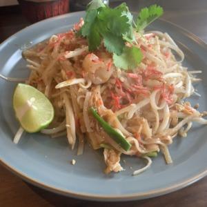 鎌倉駅前の新店タイ料理、マナオで食べる絶品パッタイランチ!甘さ、酸っぱさ&辛さの織りなすハーモニーにウマイ&大量の汗!