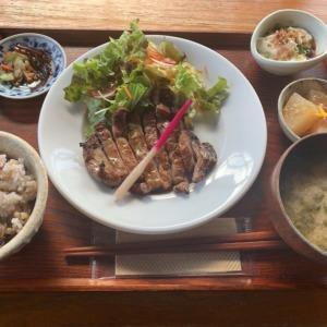 湘南海岸公園駅 ミンナミ食堂で江ノ電を眺めお洒落ランチ!観光やデートにも抜群の雰囲気ある古民家で、ひとり豚ロース西京焼き定食を