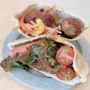 江ノ島コトリキッチンで、中東風コロッケのファラエルサンドをテイクアウト!ヘルシーなひよこ豆にもりもり野菜、ヨーグルトソースで食べる異国ランチ