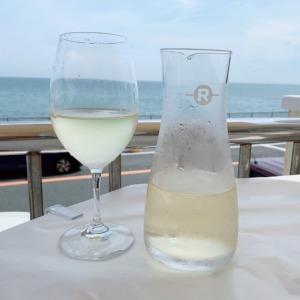 稲村ヶ崎のタベルナロンディーノで、白ワインと絶品コースランチ!前菜は超新鮮な地ダコとセロリのマリネ、旨味が溢れ出す白魚と菜の花のオムレツも堪能!【前編】